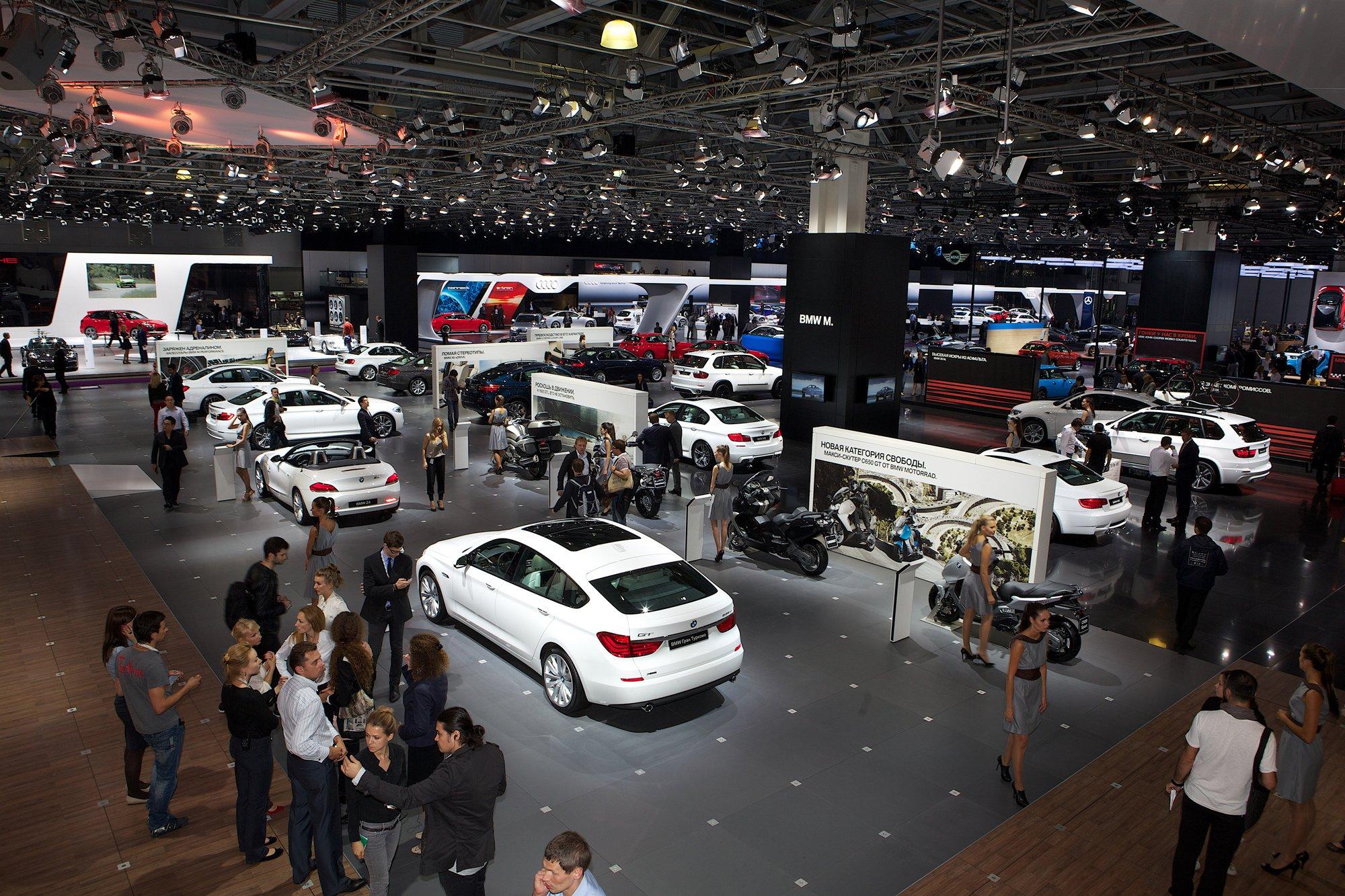 Al Yemni Cars Exhibition Al Yemni Group - Exhibition car
